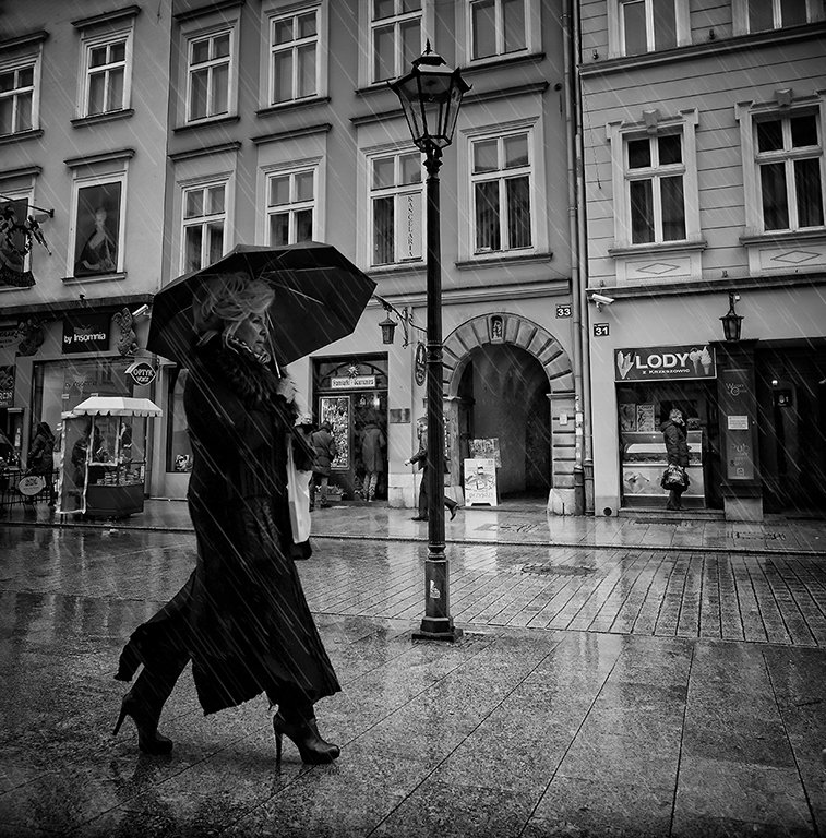 lady in the rain_BW
